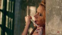 Девушки Maxim Сезон-1 Модель Мария Скобелева выбила дверь в редакцию MAXIM и разделась у всех на глазах