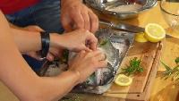 Ешь и худей! Сезон 1 Выпуск 44. Морской окунь в соляной шубе с гарниром из брокколи под сладким соусом.