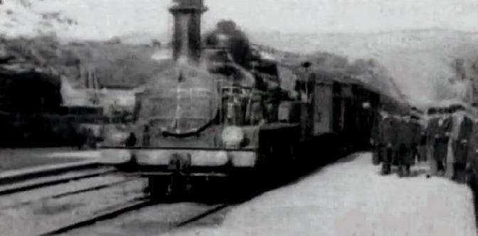 Прибытие поезда на вокзал города Ла-Сьота смотреть