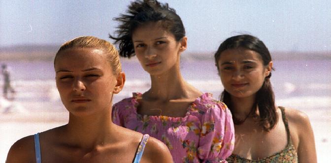 Три девушки смотреть